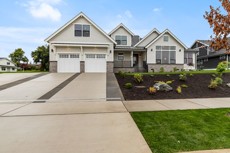 Architectural House Design - Craftsman Exterior - Front Elevation Plan #1070-43