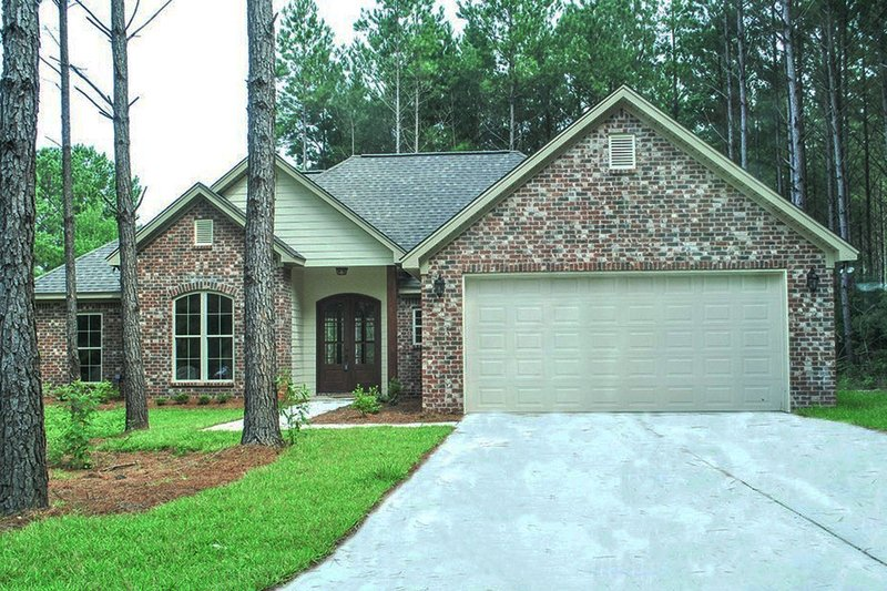 Dream House Plan - Traditional Exterior - Front Elevation Plan #430-93