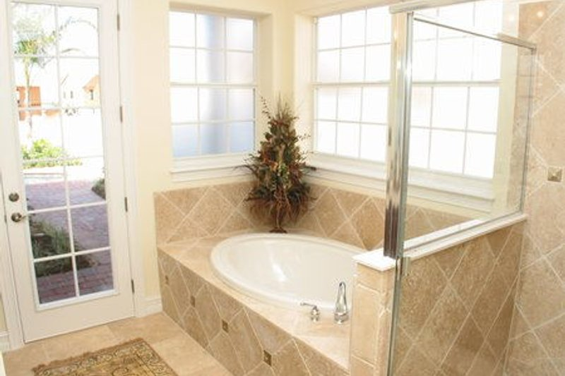 Southern Interior - Bathroom Plan #64-118 - Houseplans.com