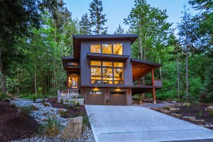 Contemporary Exterior - Front Elevation Plan #1070-7