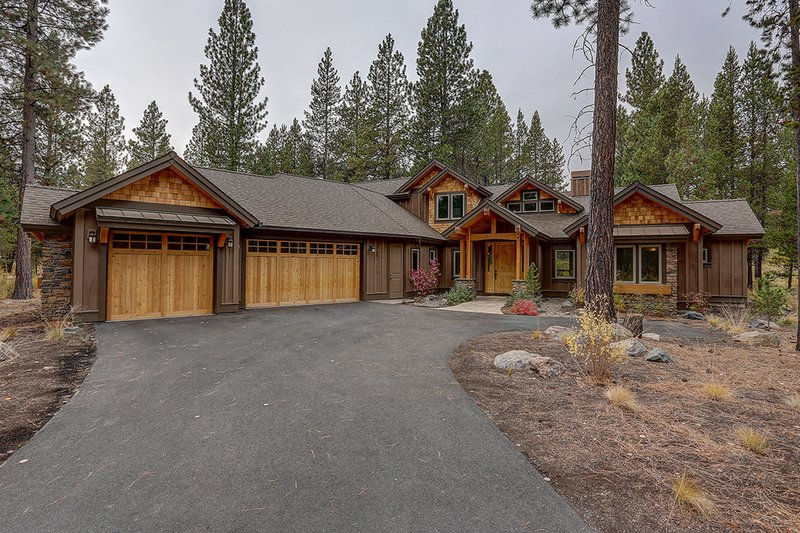 Dream House Plan - Craftsman Exterior - Front Elevation Plan #892-29