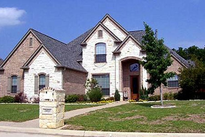 Traditional Style House Plan - 4 Beds 3 Baths 2895 Sq/Ft Plan #84-277 Exterior - Front Elevation
