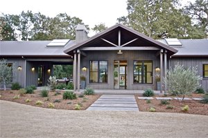 Signature Ranch Exterior   Front Elevation Plan #888 17