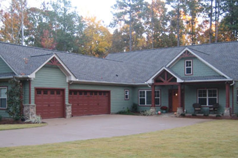 Craftsman Style House Plan - 3 Beds 2.5 Baths 2297 Sq/Ft Plan #437-52 Exterior - Front Elevation