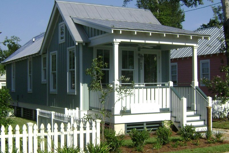 Cottage Style House Plan - 2 Beds 1 Baths 672 Sq/Ft Plan #536-4 Exterior - Front Elevation