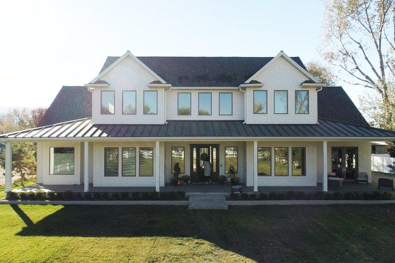 Dream House Plan - Farmhouse Exterior - Front Elevation Plan #1060-48