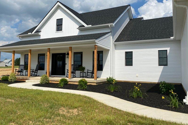 Dream House Plan - Farmhouse Exterior - Front Elevation Plan #430-160