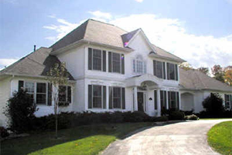 Modern Exterior - Front Elevation Plan #70-437 - Houseplans.com
