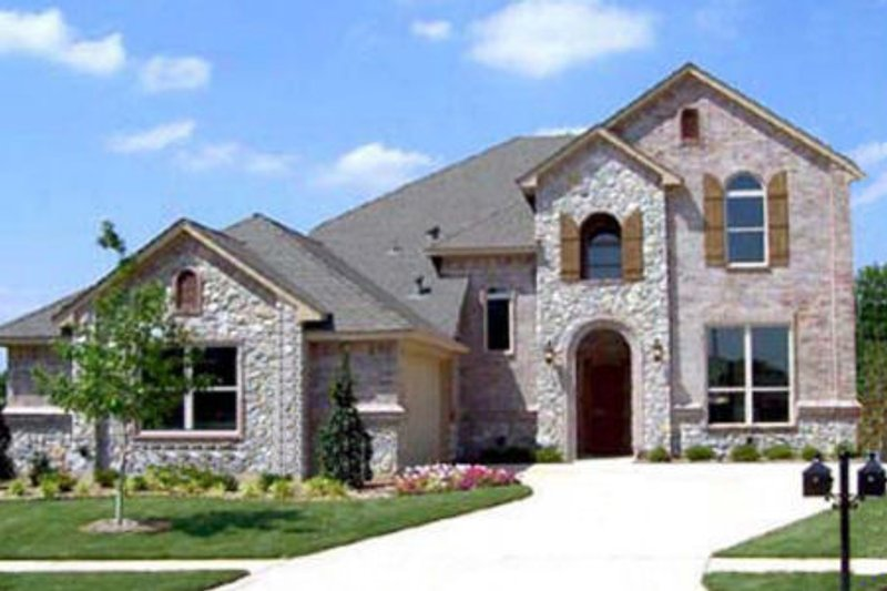 European Style House Plan - 4 Beds 3 Baths 2727 Sq/Ft Plan #84-338 Exterior - Front Elevation
