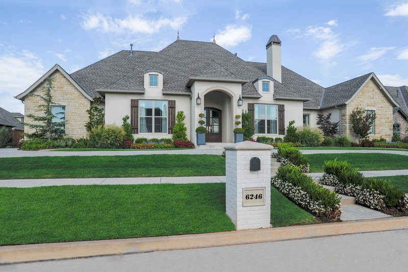 European Style House Plan - 3 Beds 2.5 Baths 3219 Sq/Ft Plan #65-533 Exterior - Front Elevation