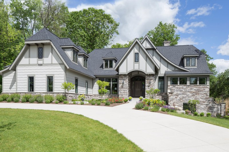 Tudor Style House Plan - 5 Beds 3.5 Baths 4127 Sq/Ft Plan #901-119 Exterior - Front Elevation