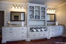 Traditional Interior - Master Bathroom Plan #929-924