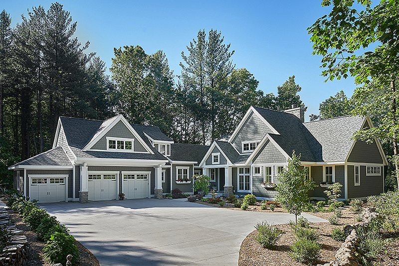 Traditional Style House Plan - 3 Beds 2.5 Baths 3761 Sq/Ft Plan #928-300 Exterior - Front Elevation