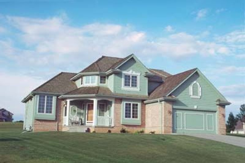 Traditional Exterior - Front Elevation Plan #20-653 - Houseplans.com