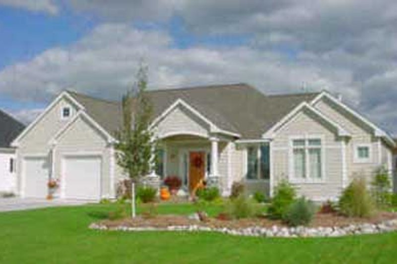 Traditional Style House Plan - 2 Beds 2 Baths 1600 Sq/Ft Plan #49-115