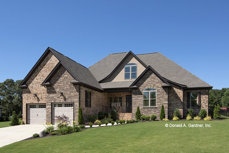 House Plan Design - Traditional Exterior - Front Elevation Plan #929-924