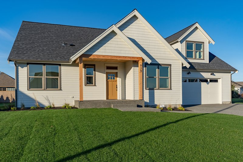 Home Plan - Craftsman Exterior - Front Elevation Plan #1070-52