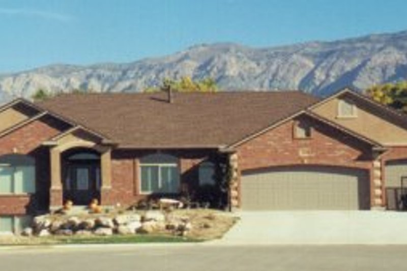 Architectural House Design - Ranch Exterior - Front Elevation Plan #5-136