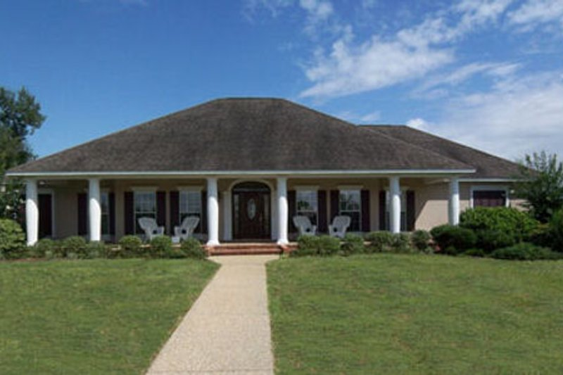 Southern Style House Plan - 4 Beds 3.5 Baths 2605 Sq/Ft Plan #44-112 Exterior - Front Elevation