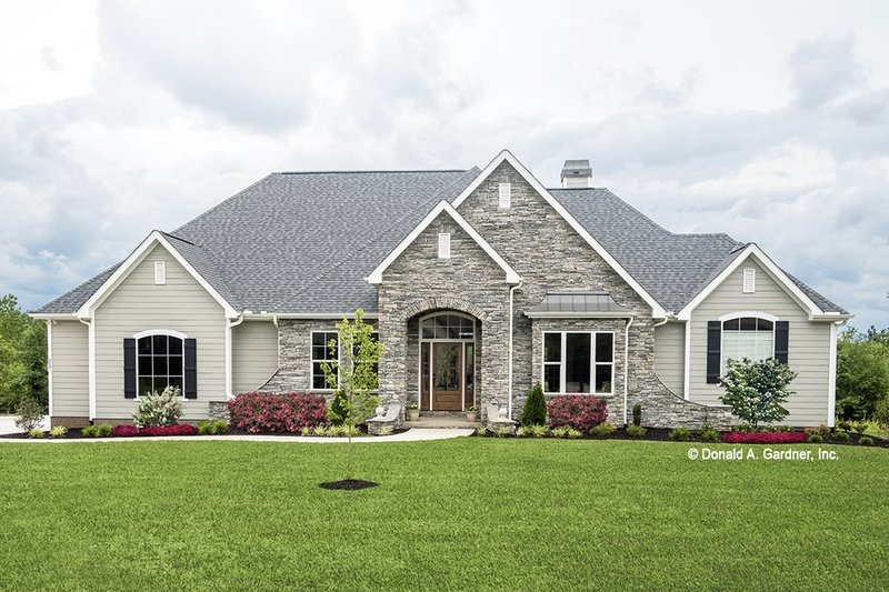 Traditional Style House Plan - 4 Beds 3 Baths 2607 Sq/Ft Plan #929-741 Exterior - Front Elevation