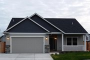 Craftsman Style House Plan - 3 Beds 2 Baths 1430 Sq/Ft Plan #124-693 Photo