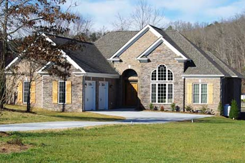Traditional Exterior - Front Elevation Plan #927-34 - Houseplans.com