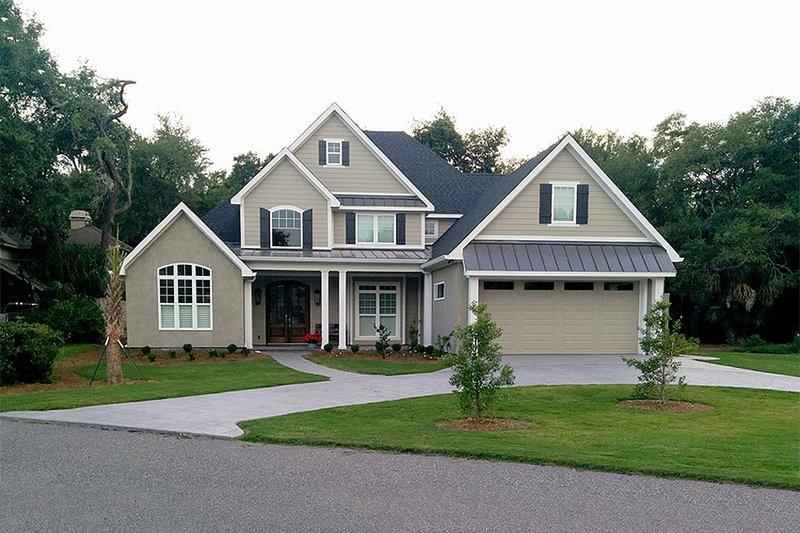 Dream House Plan - Craftsman Exterior - Front Elevation Plan #17-2160