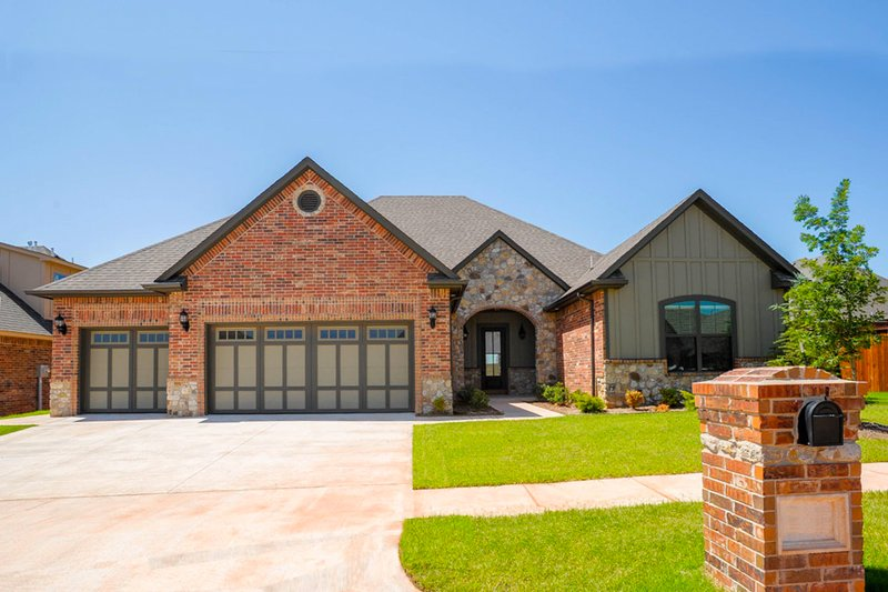 Traditional Style House Plan - 3 Beds 2.5 Baths 2538 Sq/Ft Plan #65-521 Exterior - Front Elevation