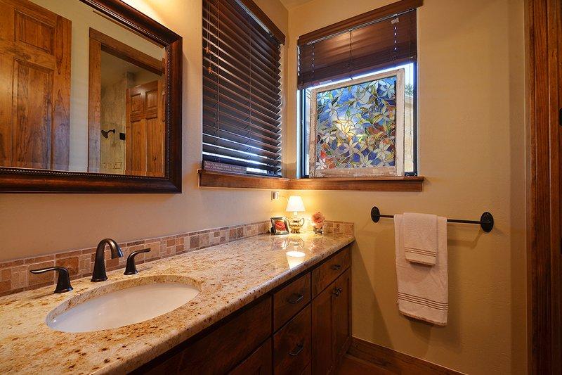 Ranch Interior - Bathroom Plan #140-149 - Houseplans.com