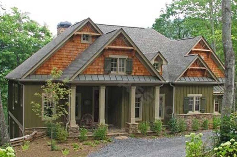 Southern Style House Plan - 3 Beds 3 Baths 4172 Sq/Ft Plan #54-105 Exterior - Front Elevation