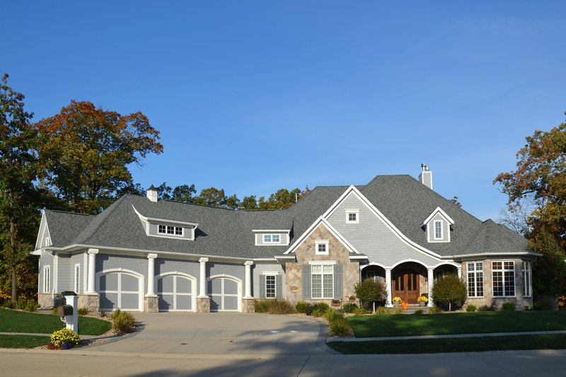 Ranch Exterior - Front Elevation Plan #70-1063 - Houseplans.com