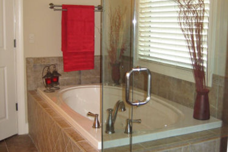 Craftsman Interior - Master Bathroom Plan #437-3 - Houseplans.com