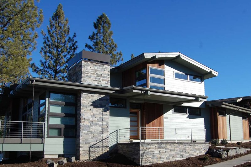 Modern Style House Plan - 4 Beds 2.5 Baths 2257 Sq/Ft Plan #895-24 Exterior - Front Elevation
