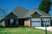 Traditional Style House Plan - 3 Beds 2 Baths 1379 Sq/Ft Plan #17-189 Photo