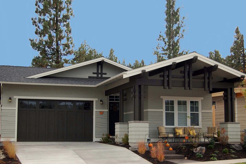 Craftsman Style House Plan - 3 Beds 2 Baths 1710 Sq/Ft Plan #895-21 Exterior - Front Elevation