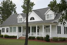 Front view - 2600 square foot Southern home