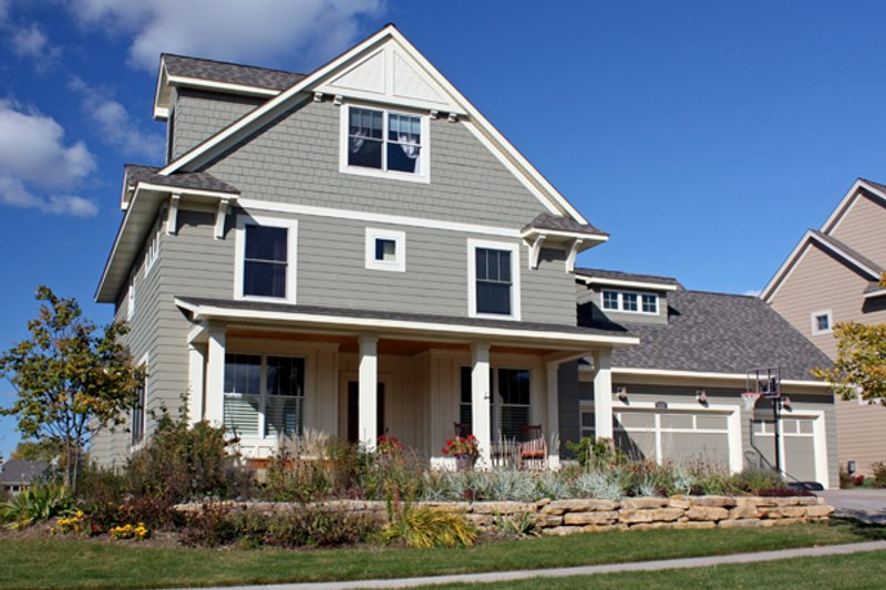 Traditional Style House Plan - 5 Beds 3.5 Baths 3330 Sq/Ft Plan #51-454 Exterior - Front Elevation