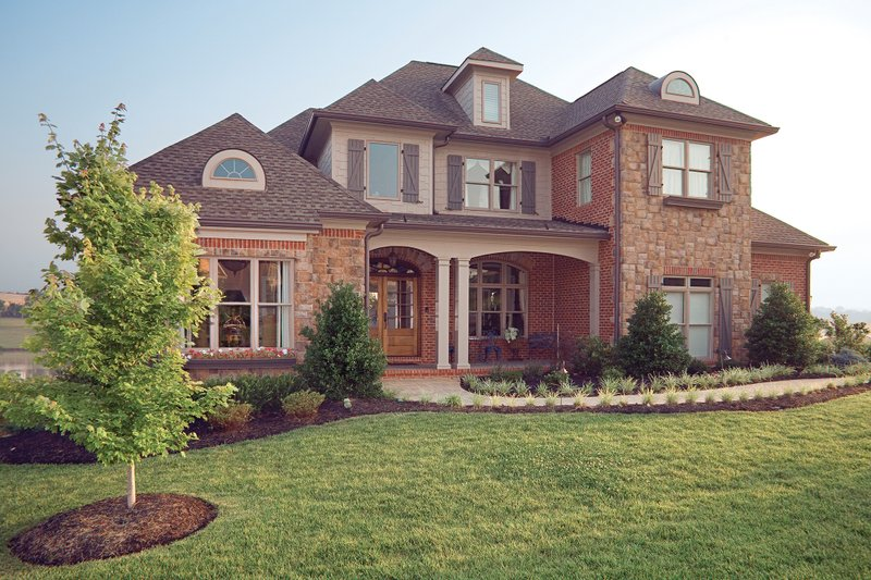 Traditional Exterior - Front Elevation Plan #927-11 - Houseplans.com
