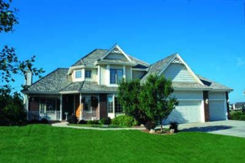 Traditional Exterior - Front Elevation Plan #20-805 - Houseplans.com