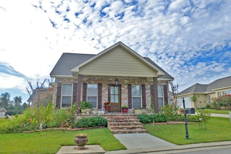Cottage Exterior - Front Elevation Plan #430-106