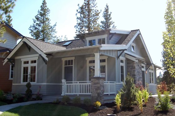 Craftsman Exterior - Front Elevation Plan #895-25