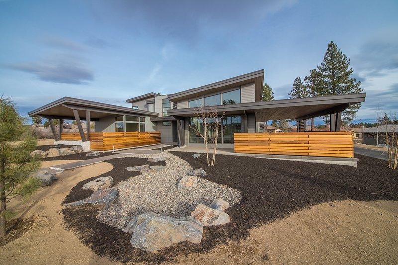 House Plan Design - Contemporary Exterior - Front Elevation Plan #892-23