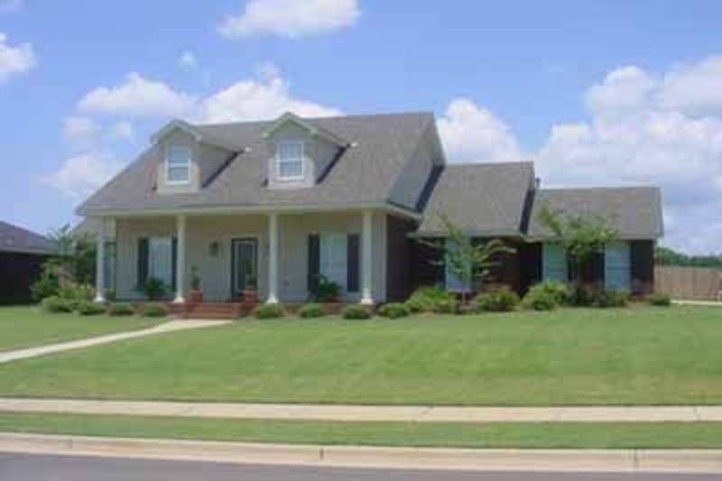 Colonial Style House Plan - 4 Beds 3 Baths 2018 Sq/Ft Plan #69-178