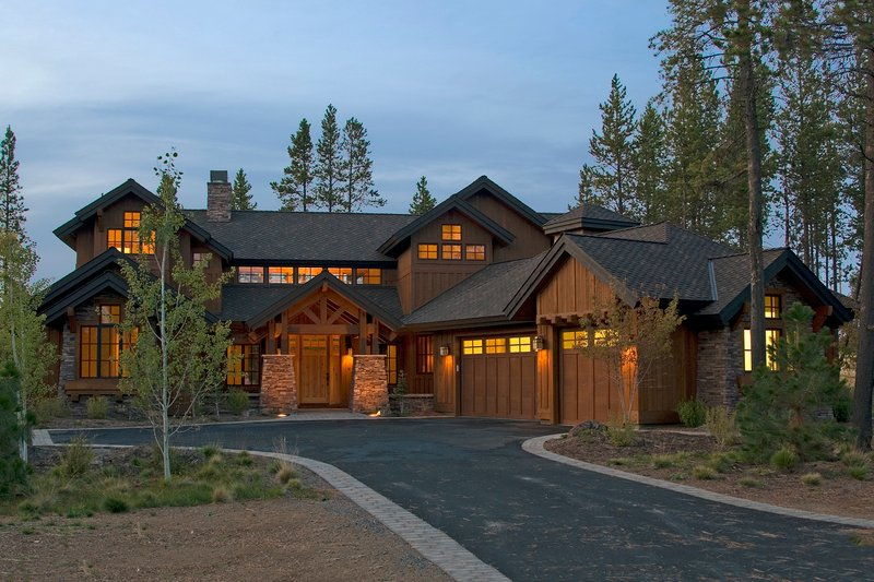 Home Plan - Craftsman style design home, front elevation photo