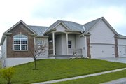 Traditional Style House Plan - 3 Beds 2 Baths 1672 Sq/Ft Plan #20-2097