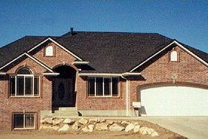 Home Plan - Traditional Exterior - Front Elevation Plan #5-129