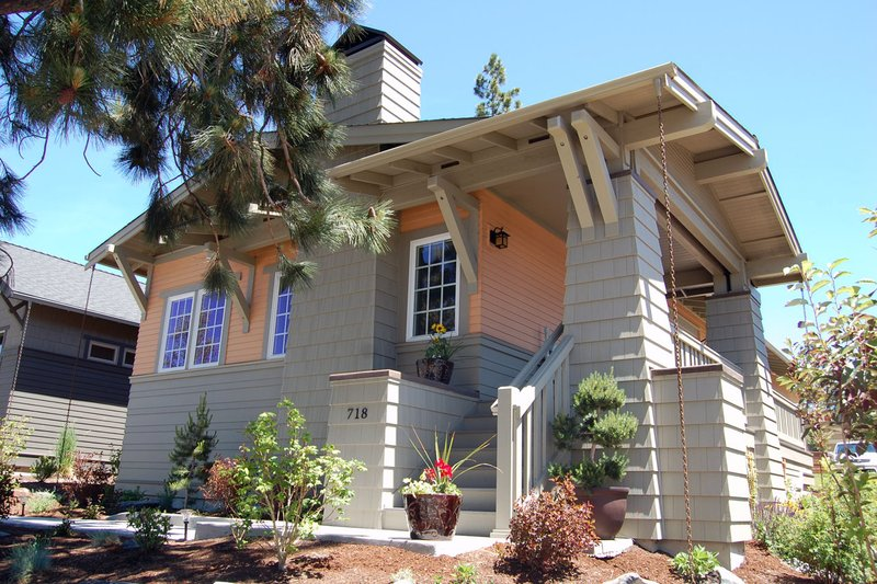 Craftsman Style House Plan - 2 Beds 2 Baths 1098 Sq/Ft Plan #895-13 Exterior - Front Elevation