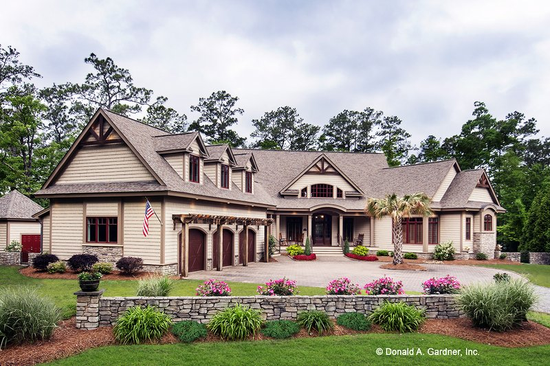 Craftsman Style House Plan - 5 Beds 4 Baths 4776 Sq/Ft Plan #929-340