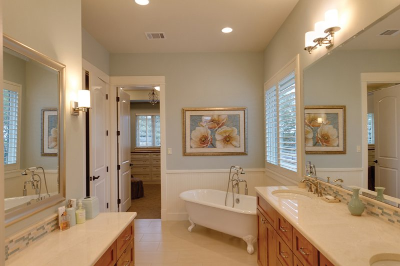 Ranch Interior - Master Bathroom Plan #935-6 - Houseplans.com