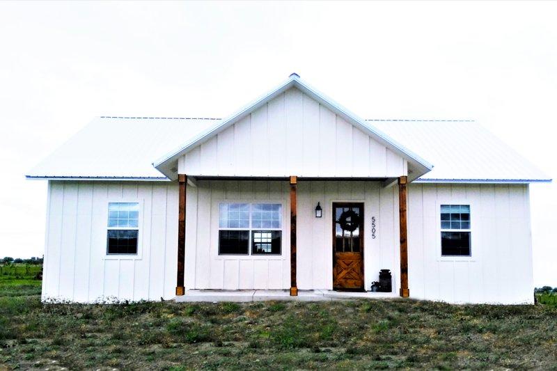 House Plan Design - Farmhouse Photo Plan #44-224